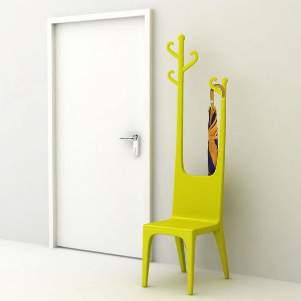 Vešalica i stolica u jednom elementu