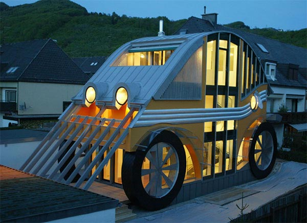 Kompaktna kuća u obliku automobila