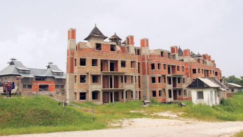Propada grad-hotel nadomak Bora