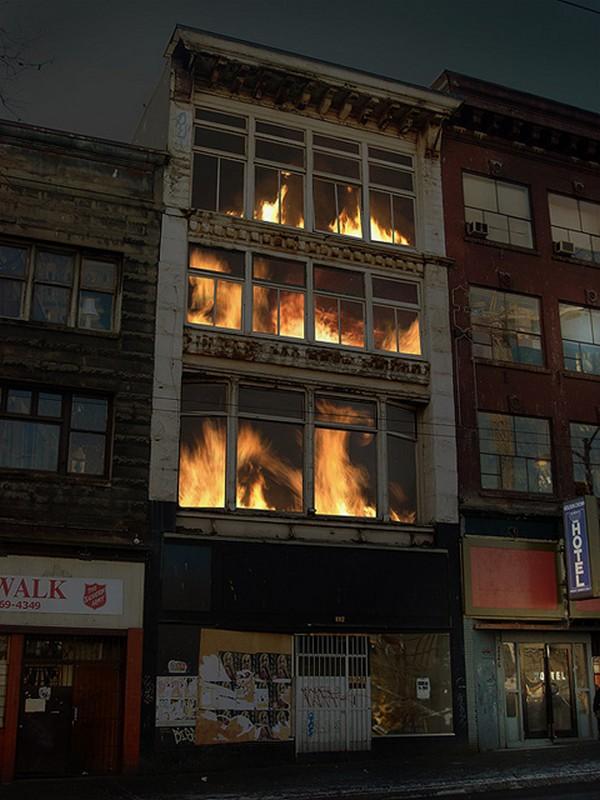 Zgrada u plamenu: projekcija na fasadi