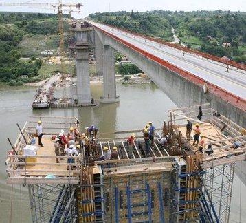 Spojen glavni raspon novog mosta kod Beške