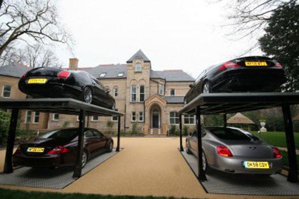 Hidraulična garaža koja štedi prostor