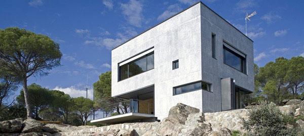 Mala betonska kuća kraj Madrida