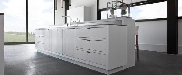 Jednostavne i minimalističke kuhinje