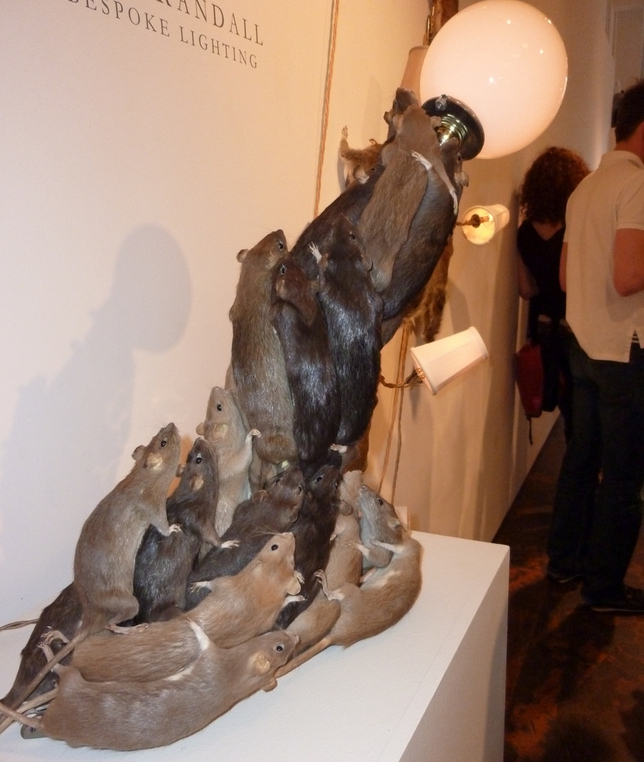 Lampa od prepariranih pacova