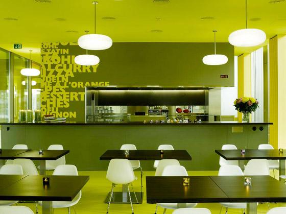 Jarke boje u školskom restoranu