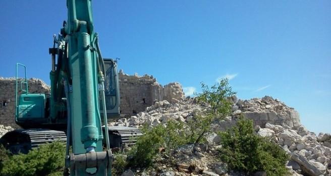 Kusturica ruši tvrđavu jer mu treba kamen za Andrićgrad
