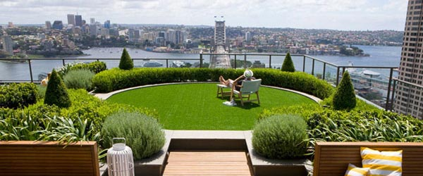 Prelepa bašta na krovu zgrade
