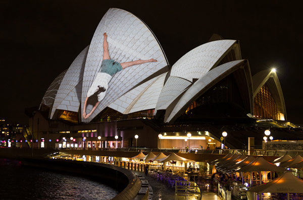 Svetlosni performans na fasadi Sidnejske opere