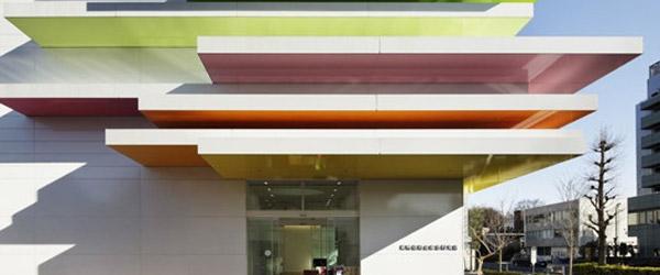 Impresivna šarena fasada nove banke u Japanu