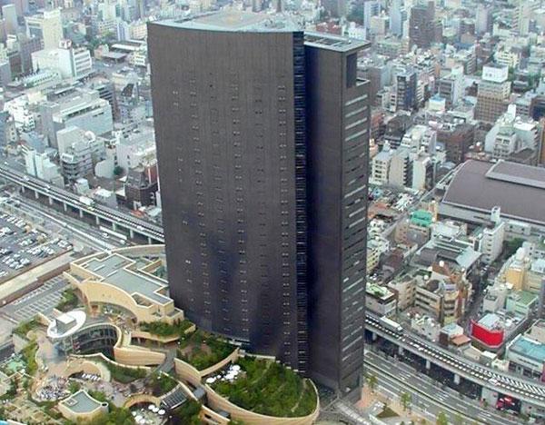 Poslovna zgrada koja liči na PlayStation 3