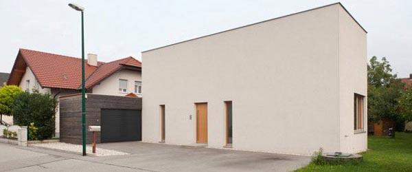 Fasada kuće koja krije udoban dom