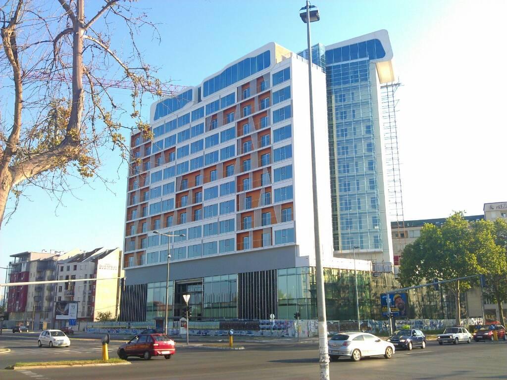 Hotel Holiday Inn Novi Sad: Fasada i sobe