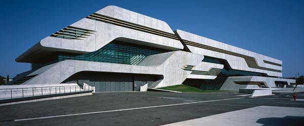 Zgrada tri-u-jedan Zahe Hadid