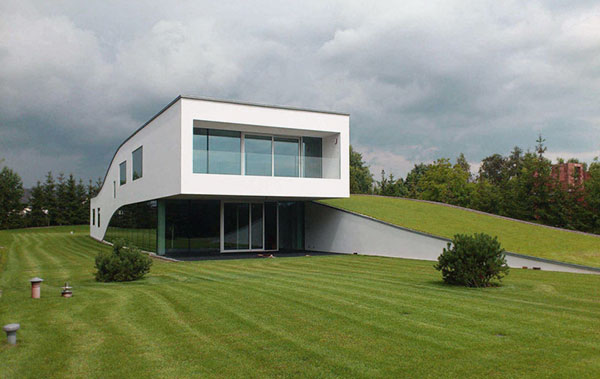 Amazing-House-with-Elevated-Green-Plinth-Design-Ideas