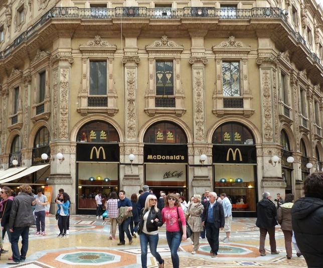 McDonald's isteran iz milanske galerije Vittorio Emanuele II