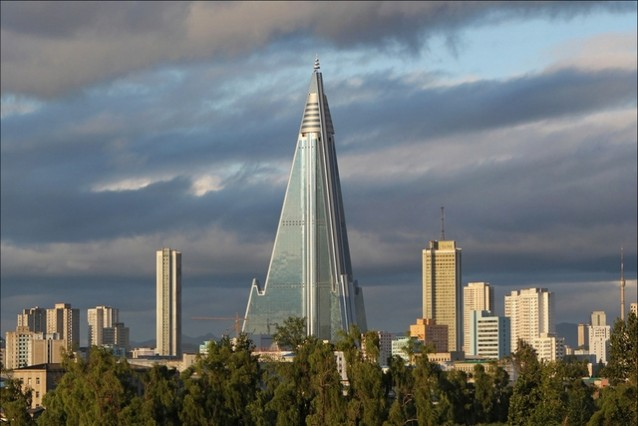 Piramidalni hotel u Pjongjangu visok 330 metara