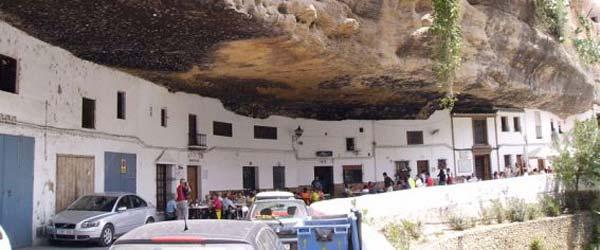 Gradić pod stenom u Španiji