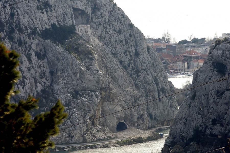 Omis, 25.01.2013 - Probijen tunel Omis nad kanjonom rijeke Cetine