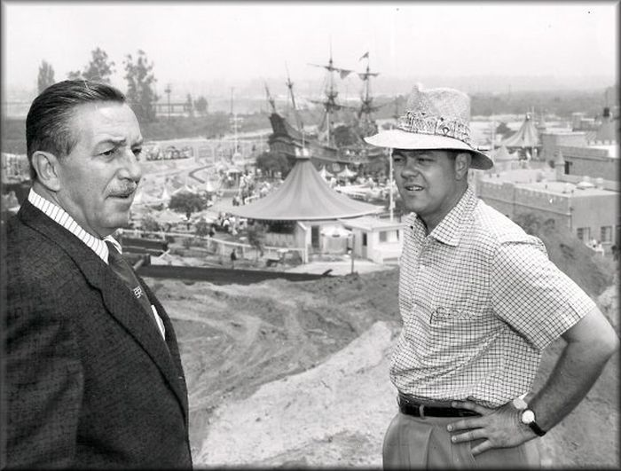 disneyland_under_construction_01