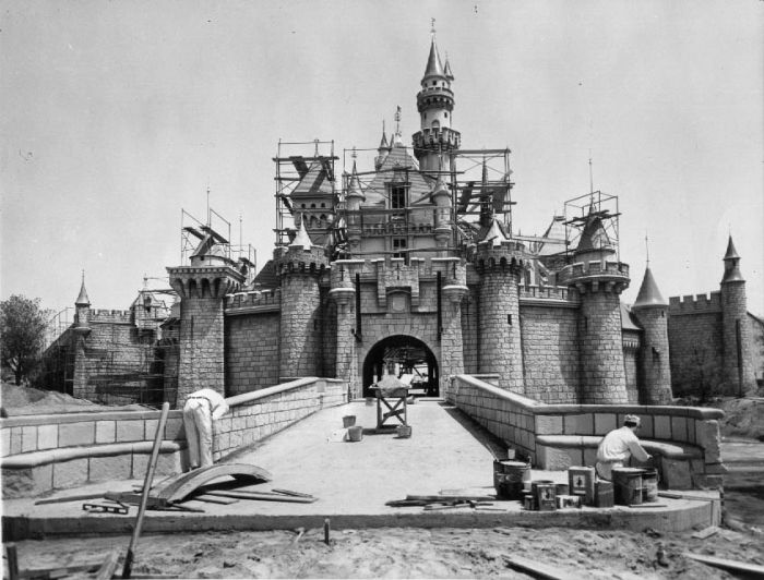 disneyland_under_construction_02