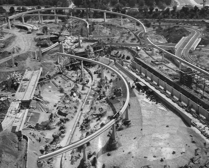 disneyland_under_construction_04