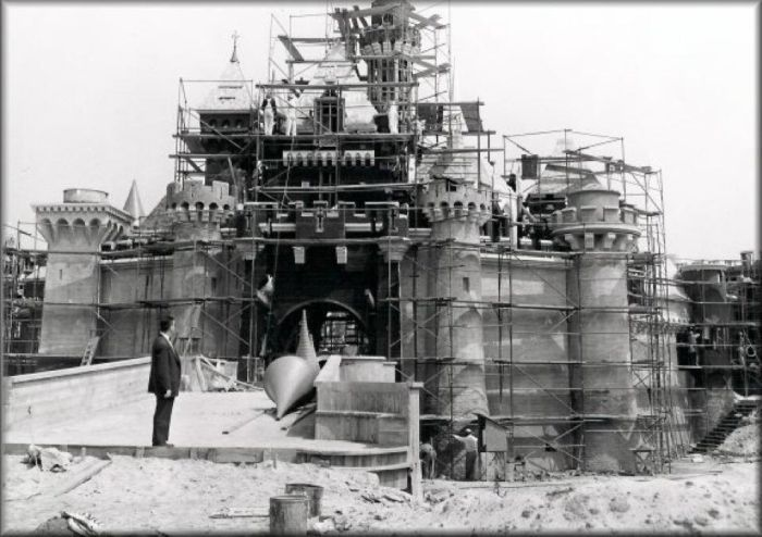 disneyland_under_construction_05