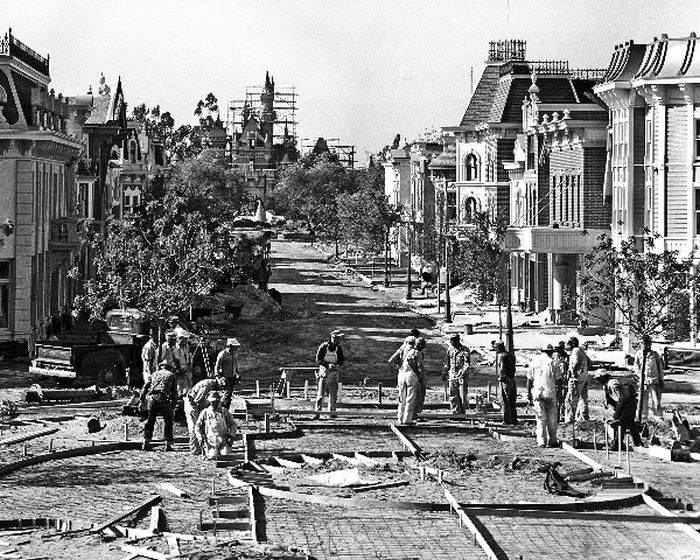 disneyland_under_construction_07