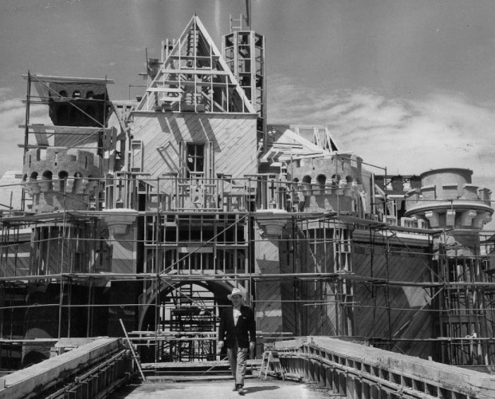 disneyland_under_construction_08