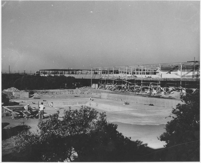 disneyland_under_construction_11
