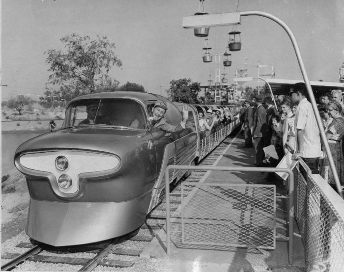 disneyland_under_construction_12