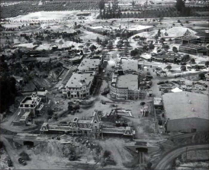 disneyland_under_construction_14