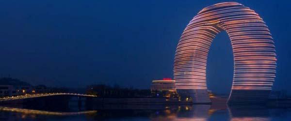 Kineski hotel u obliku potkovice vredan 1,5 milijardi dolara