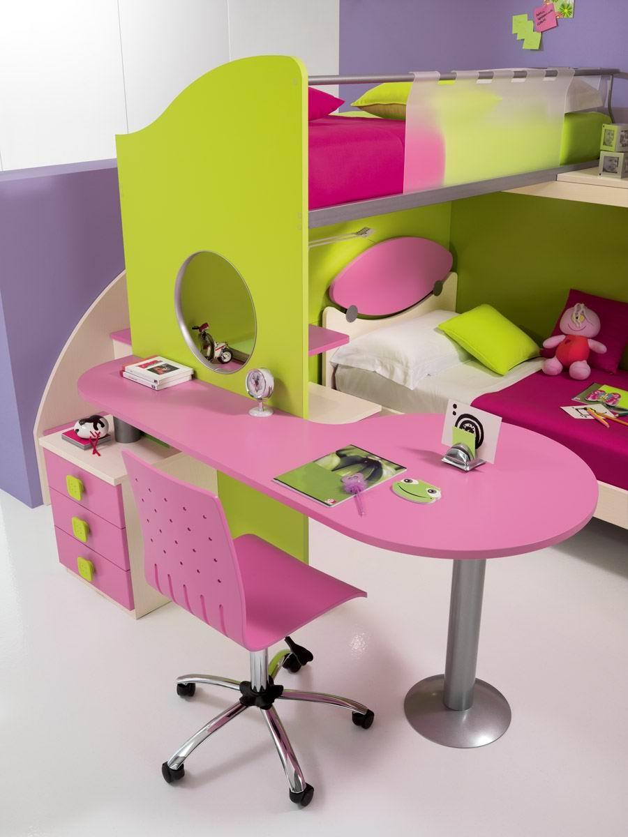 decija-soba-roza-radni sto