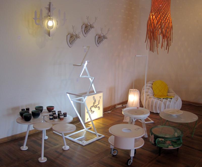 stolovi-lampe-dekoracija