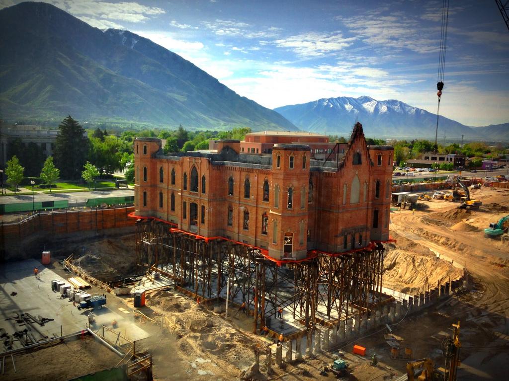 Ni na nebu ni na zemlji: Kako podići zgradu staru 112 godina i tešku 3.175 tona