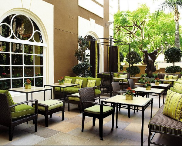 four-seasons-architecture-Windows-Lounge