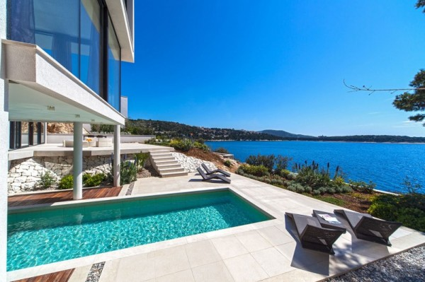 exterior-Golden-Rays-Villa
