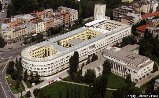 Panoramski lift i svetlosna kupola na zgradi Skupštine Vojvodine