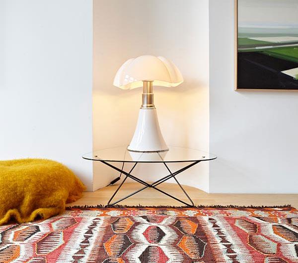 detalj-stol-sa-lampom