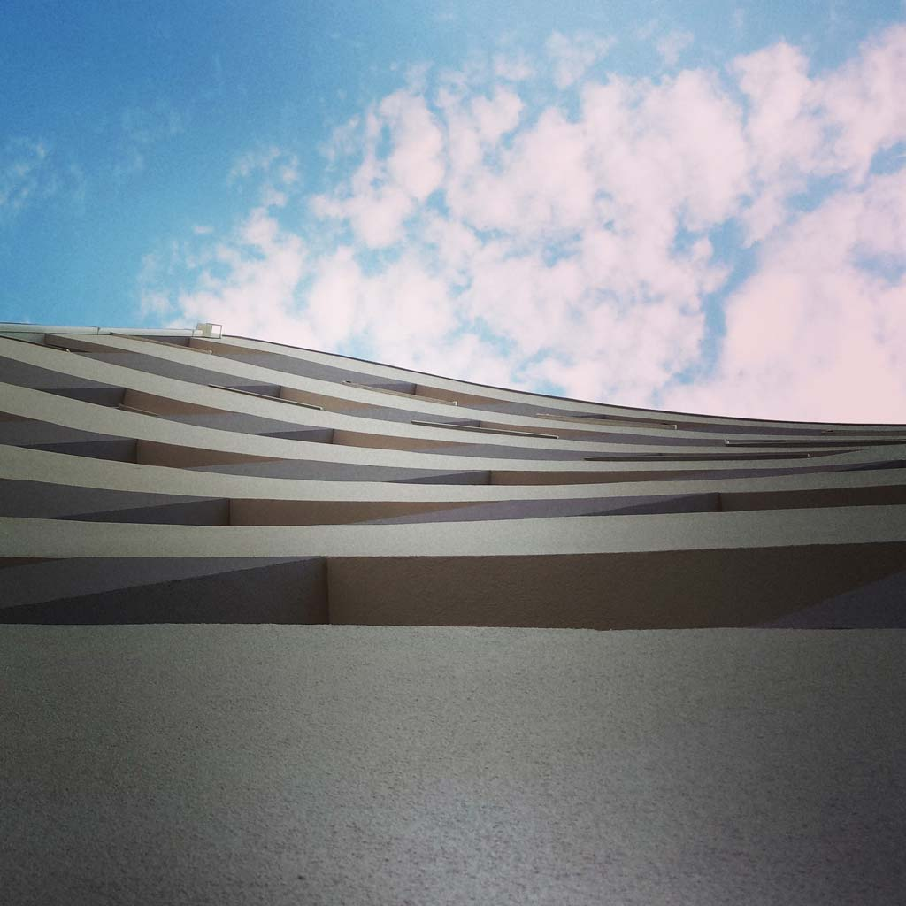 Interesantna fasada nove stambene zgrade u Novom Sadu