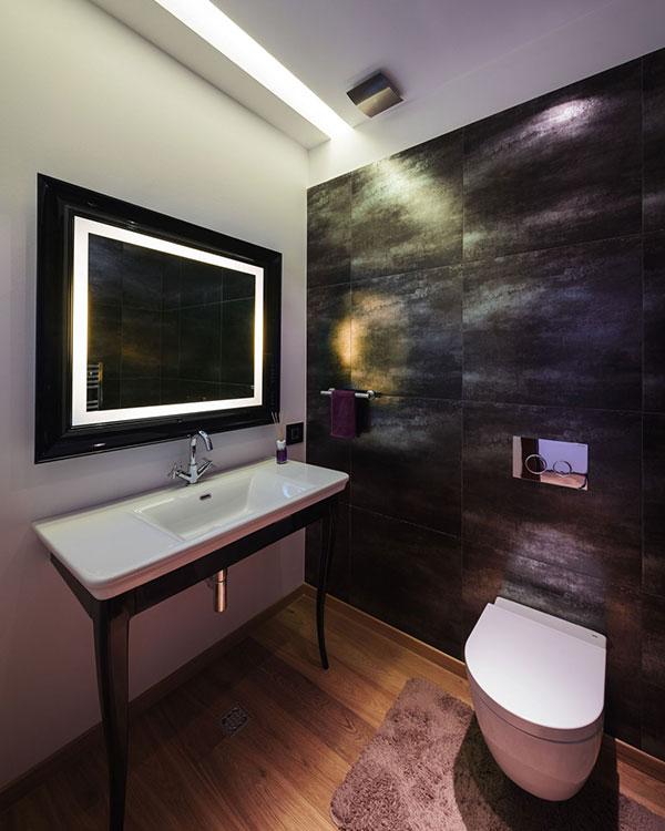 kupatilo-sa-ugradjenim-ogledalom
