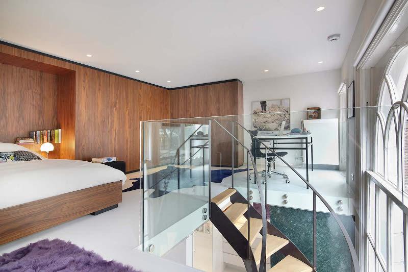 spavaca soba drvo na zidu