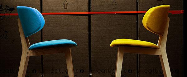 Ovogodišnji trend: Stolice jarkih boja i stolovi od svetlog drveta