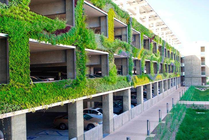 Vertikalna bašta osvežila izgled neugledne garaže