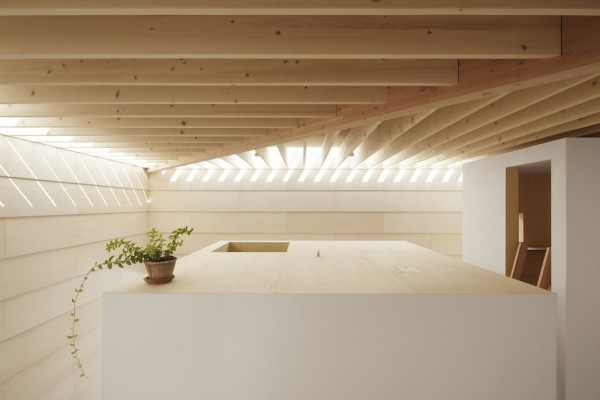Light-Walls-House-Interior