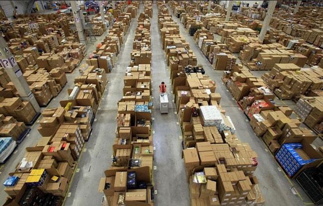 Procurele fotografije gigantskih skladišta Amazona