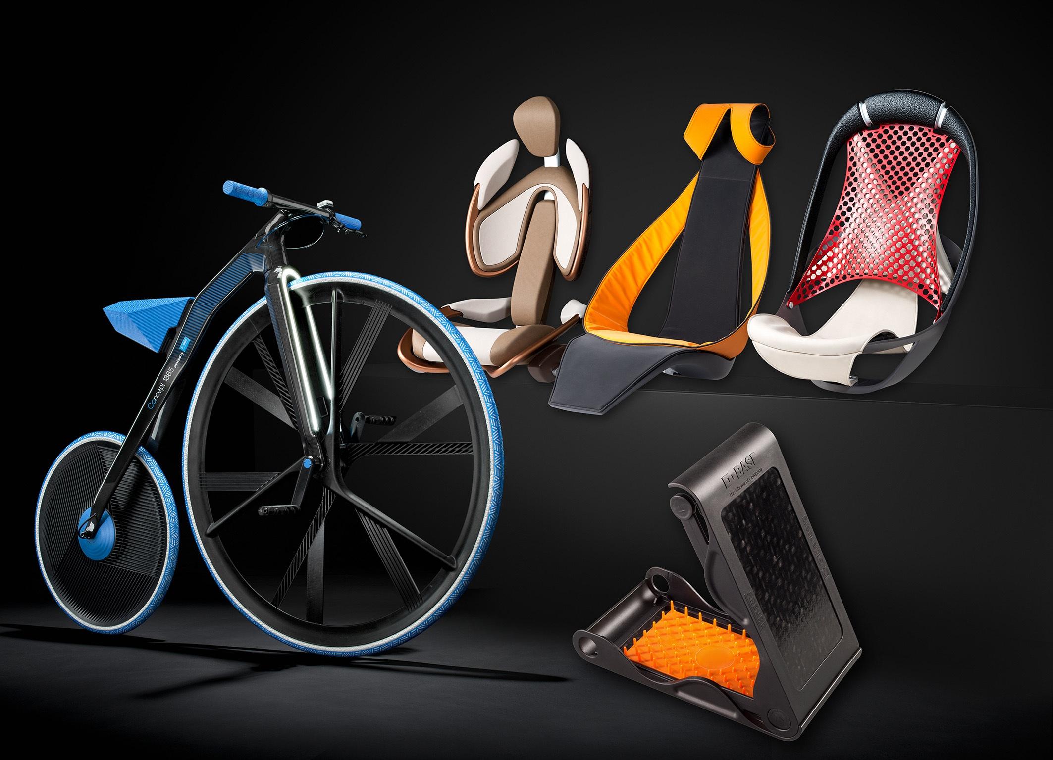 Fotelje i bicikli na sajmu plastike K2013 u Dizeldorfu