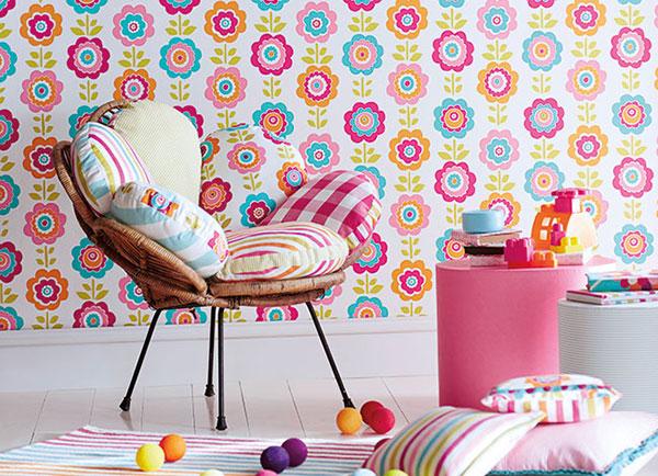 Roza dečija soba: uklapanje zavesa, tapeta i detalja