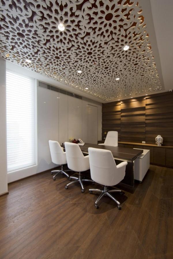 Director-office-2a-700x1050